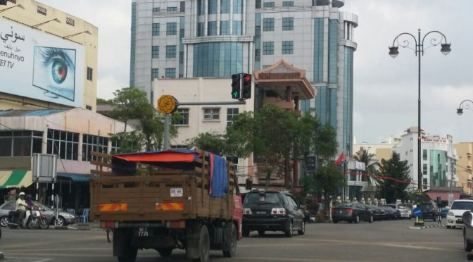 Small Change at Jalan Mahmood Traffic Light